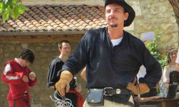 """Spectacle de cape et d'épée """"Hommage à Jean Marais"""" à Pérouges"""