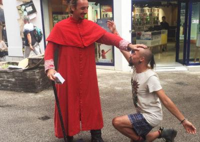 Festival de rue Aurillac Un pour tous Moi d'abord cie colegram parade gael dubreuil cardinal richelieu