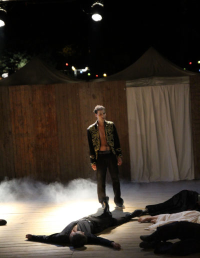 Shakespeare s Ghosts Cie Thespis chariot en scene photo luc Richardier