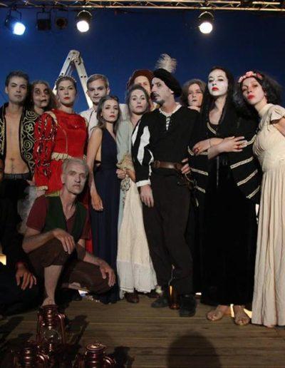 Shakespeare s Ghosts Mellie Melzassard-Thai-Son Richardier-Fanny Couturier-Maud Roussel-Wilfried Audin-Barbier Amandine-Olivier Gailly-Gael Dubreuil-Clementine Wert-Karine Dufaut